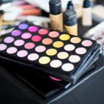 5 Cara Membersihkan Makeup Wajah yang Membandel